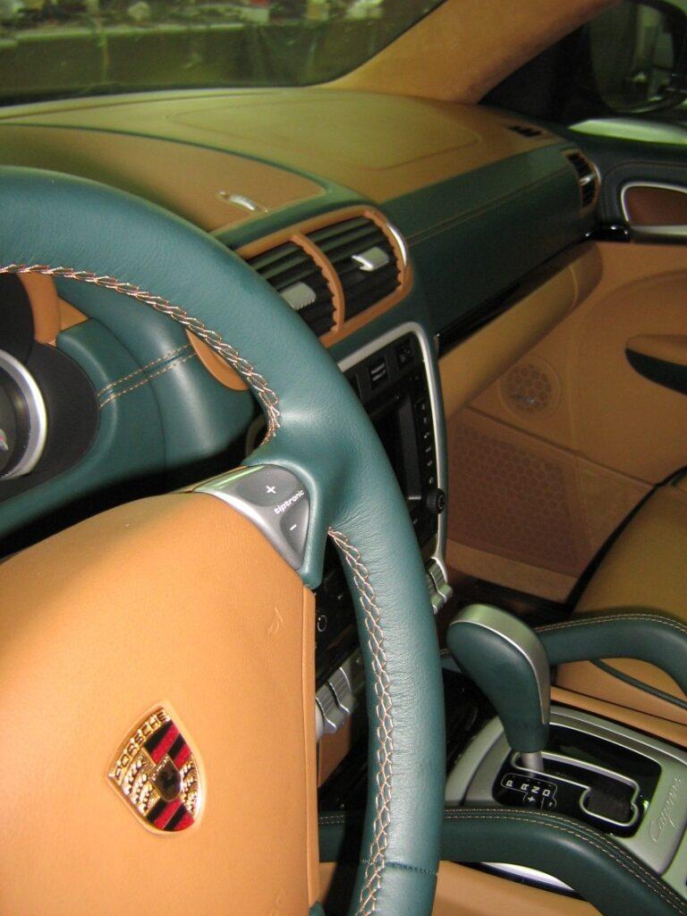Как обшить кожей панель приборов автомобиля своими руками